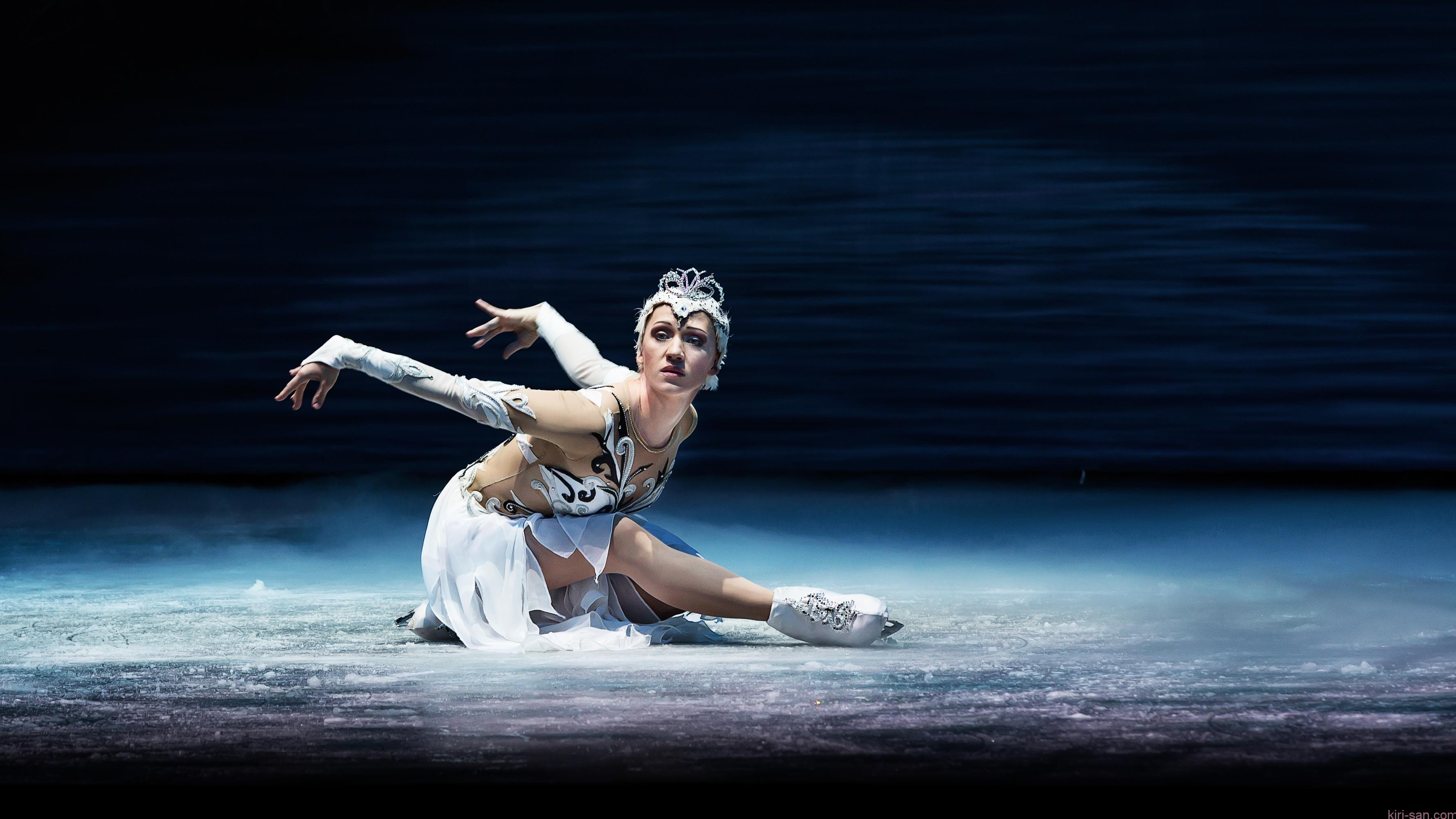 SWAN LAKE ON ICE_Olga Sharutenko as Odette